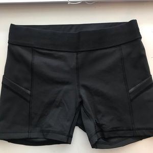 Lululemon Bike Shorts with side Pockets